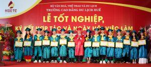 Trường Cao đẳng Du lịch Huế tổ chức lễ trao bằng tốt nghiệp, ký kết hợp tác và  ngày hội việc làm