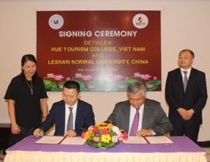 Đón tiếp và làm việc với trường Đại học Lạc Sơn, Trung Quốc