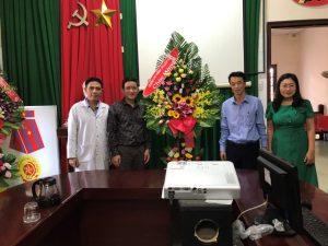 Thăm, tặng hoa và chúc mừng nhân dịp kỷ niệm ngày Thầy thuốc Việt Nam